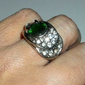 7d83f98fa0d89 🎆SALE🎆Emerald Green CZ Costume Cocktail Ring NWT Boutique